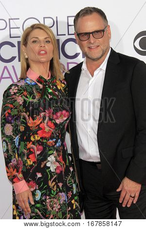 LOS ANGELES - JAN 18:  Lori Loughlin, Dave Coulier at the People's Choice Awards 2017 at Microsoft Theater on January 18, 2017 in Los Angeles, CA