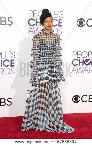 LOS ANGELES - JAN 18:  Yara Shahidi at the People's Choice Awards 2017 at Microsoft Theater on January 18, 2017 in Los Angeles, CA