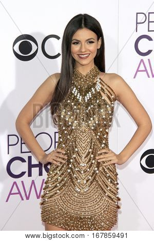 LOS ANGELES - JAN 18:  Victoria Justice at the People's Choice Awards 2017 at Microsoft Theater on January 18, 2017 in Los Angeles, CA