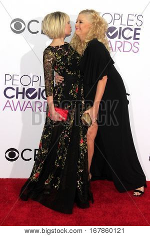 LOS ANGELES - JAN 18:  Chelsea Kane, Melissa Peterman at the People's Choice Awards 2017 at Microsoft Theater on January 18, 2017 in Los Angeles, CA