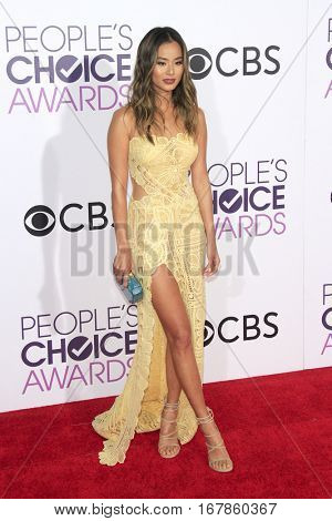 LOS ANGELES - JAN 18:  Jamie Chung at the People's Choice Awards 2017 at Microsoft Theater on January 18, 2017 in Los Angeles, CA