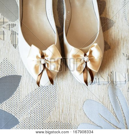 Wedding shoes with a bow, bridesmaid dress element