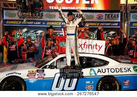November 03, 2018 - Ft. Worth, Texas, USA: Cole Custer (00) takes the checkered flag and wins the O'Reilly Auto Parts Challenge at Texas Motor Speedway in Ft. Worth, Texas.