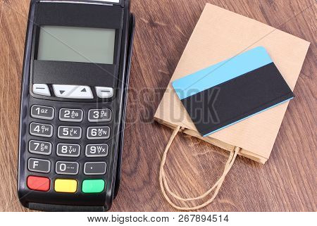 Credit Card Reader, Payment Terminal With Contactless Credit Card And Paper Shopping Bag, Cashless P