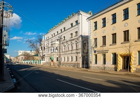 Moscow, Russia - February 22, 2020: Street  Bolshaya Ordynka And Historical Buildings Of Zamoskvorec