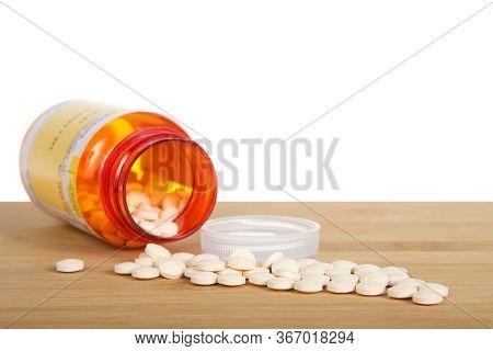 Alameda, Ca - Apr 28, 2020: Prescription Bottle Of Famotidine, Generic For Pepcid, Spilled On A Wood