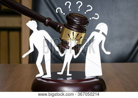 Childrens Legal Zone When Divorcing Family, With Whom To Stay. Court And The Rights Of Family And Ch