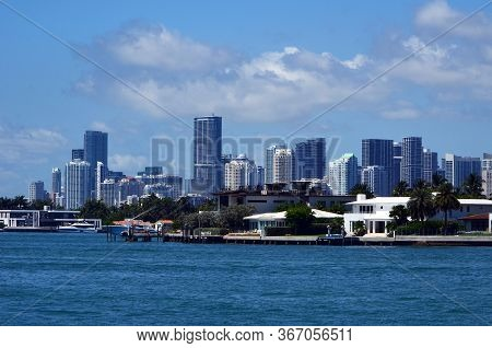 View Of Luxury Miami Beach Island Homes On The Biscayne Bay Waterfront And Miami Tall Building Skyli