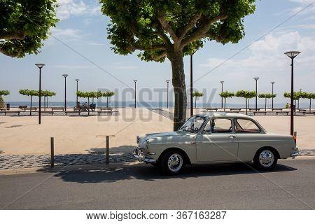 Lège Cap Ferret , Aquitaine / France - 05 10 2020 : Volkswagen 1500 Notchback Type 3 Vintage Car Par