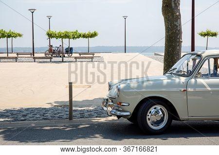 Lège Cap Ferret , Aquitaine / France - 05 10 2020 : Volkswagen 1500 Vintage Car In Seaside In Arcach