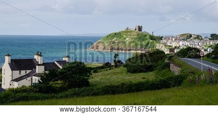 Criccieth, North Wales, Uk: Jun 3, 2017: A Scenic View Of Criccieth Castle Which Sits On  A Headland