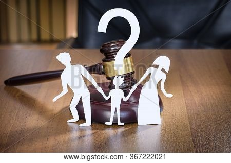 Child Has Question Mark In Court When Parents Divorce. Family And Child Divorce Concept. Rghts Of Th