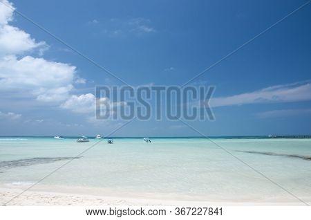 Empty Beach, Small Boats In The Sea. Idyllic Tropical Beach In The Caribbean Sea Of Isla Mujeres, Me