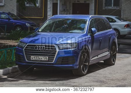 Russia Moscow 9 May 2020 Blue Audi Q7 Car In The Yard