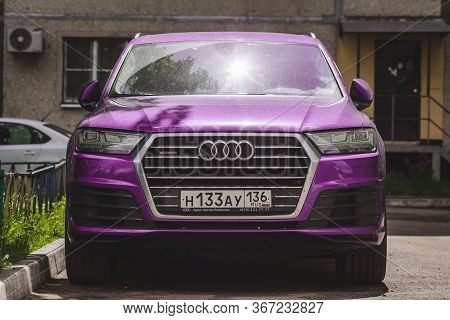 Russia Moscow 9 May 2020 Purple Audi Q7 Car In The Yard