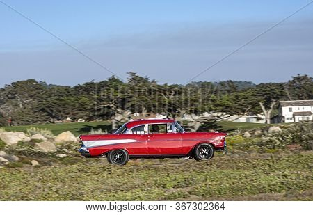 Carmel, Usa - July 26, 2008: A Classic Car Cruises Along The 17 Mile Drive Near Carmel At A Classic