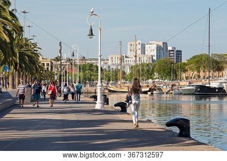 Barcelona, Spain - May 16, 2017: Unknown People Walking On The Moll De Bosch I Alsina Street In Port