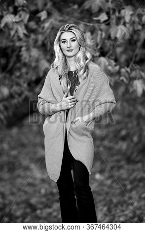 Woman Walk Sunset Time. Cozy Casual Outfits For Late Fall. Cozy And Comfortable. Cozy Outfit Ideas F