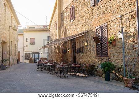 Castiglione Della Pescaia, Tuscany, Italy - Aprile 2018: Old Town Of Castiglione Della Pescaia At Su
