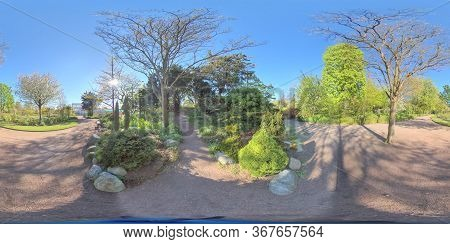 360 Vr - Horticultural Society Park In Downtown Gothenburg