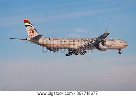 Frankfurt / Germany - December 8, 2012: Etihad Airways Airbus A340-600 A6-ehl Passenger Plane Landin