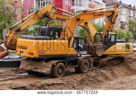 Perm, Russia - May 22. 2020: Wheeled And Crawler Excavators During The Overhaul Of A City Road