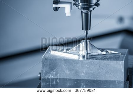 The  Cnc  Milling Machine Cutting  The Mold Parts By Solid Endmill Tool. The Hi-technology Mold And
