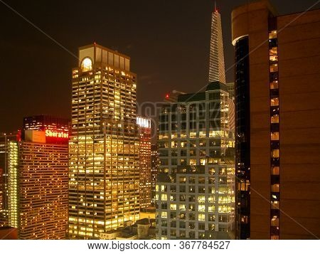 New York City - June 6, 2006: Sheraton Hotel And The Skyline Of Midtown Manhattan In The Evening In