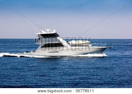 White Sportfisher Yacht