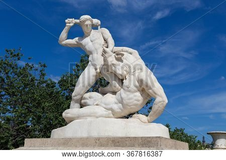 View Of The Marble Sculpture Theseus And The Minotaur (1827) By Etienne-jules Ramey (1796-1852) In T