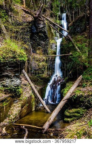 Scenic Silverthread Falls Of Dingmans Ferry In Spring
