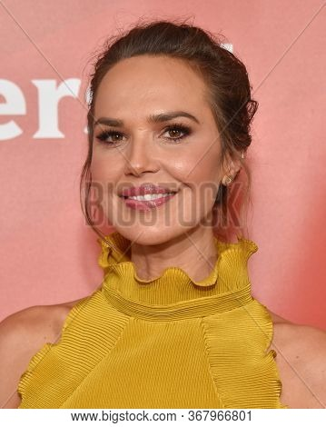 LOS ANGELES - JAN 11:  Arielle Kebbel on the red carpet at the NBCUniversal Winter TCA 2020 on January 11, 2020 in Pasadena, CA