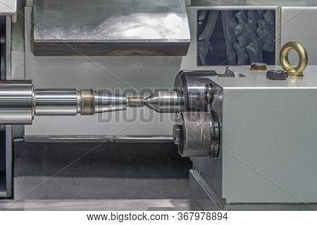 Screw Lathe Machine, Lathe Threading Machine, Turning Machine Cutting Screw Threads On A Lathe Tool