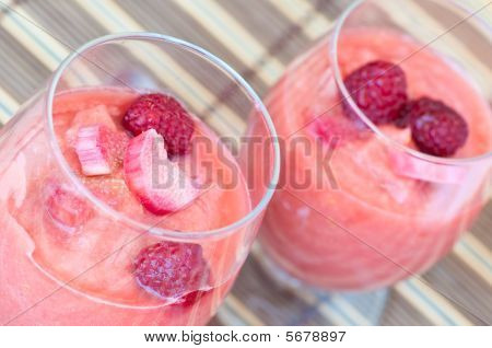 Rhubarb and raspberry smoothie