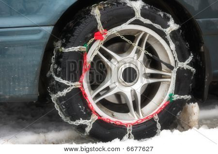 hains of anti-skid on a motor-car wheel