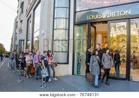 Shopping at Louis Vuitton in Paris