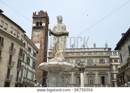 VERONA, ITALY - JULY 13: Detail of Madonna Verona fountain statue with Maffei Palace in the background. July 13, 2015 in Verona.