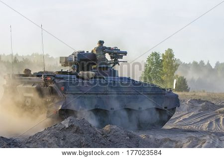 ARMORED INFANTRY FIGHTING VEHICLE - rally enthusiasts military