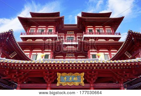 Street view of The Buddha Tooth Relic Temple in Singapore's Chinatown with free admission