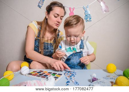 mother with kid paint and drawing have time togather