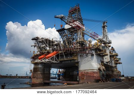 Oil extraction platform anchored at the pier