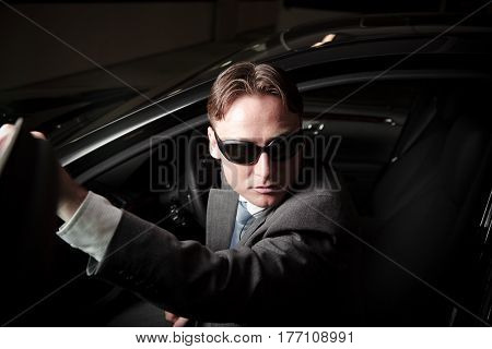 mafia driver getting out of the car