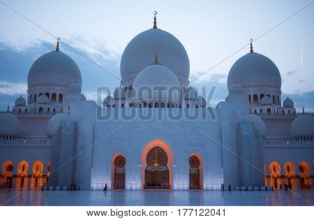 The Sheikh Zayed Grand Mosque in Abu Dhabi, UAE, is particularly stunning at sunset.