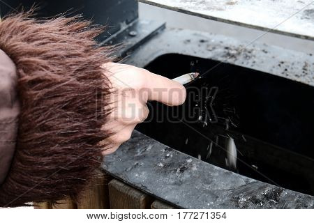 female hand with a cigarette, shakes off the ashes