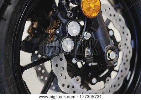 тормозного диска на переднем колесе мотоцикла