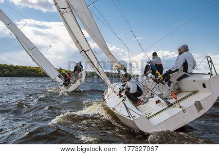 Moscow , August 3 : Public open.Team athletes participating in the sailing competition - match race , held in Moscow on Pirogov Reservoir August 3, 2016