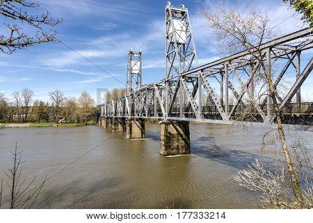 River crossing pedestrian bridge in Salem Oregon.