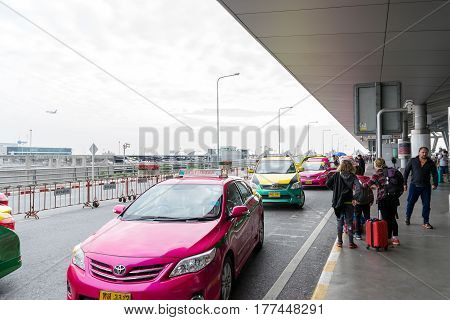 Bangkok,Thailand-Dec 31,2016: Traffic on the departure point at Suvarnabhumi International Airport on the last day of the year is bustling. There are a lot of taxi passengers arriving at the airport.