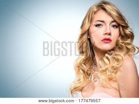 curly hairstyle of blonde - glamour makeup