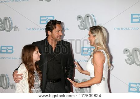 LOS ANGELES - MAR 19:  Marlowe Marann Kaye, Thorsten Kaye, Jennifer Gareis at the